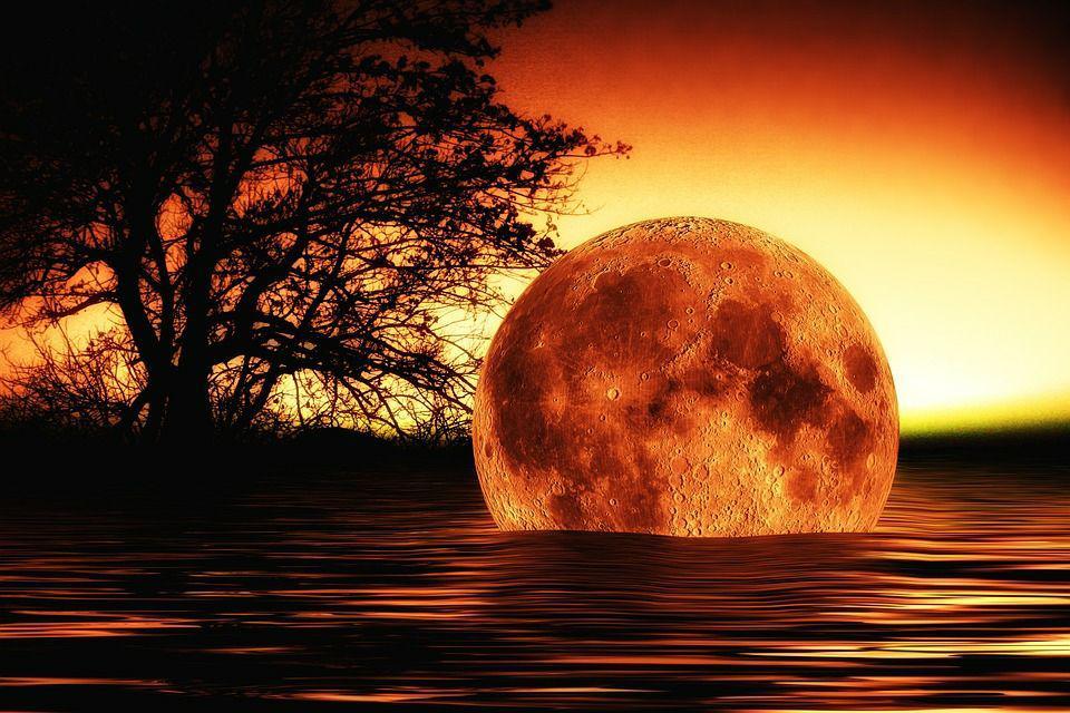 полная кровавая луна
